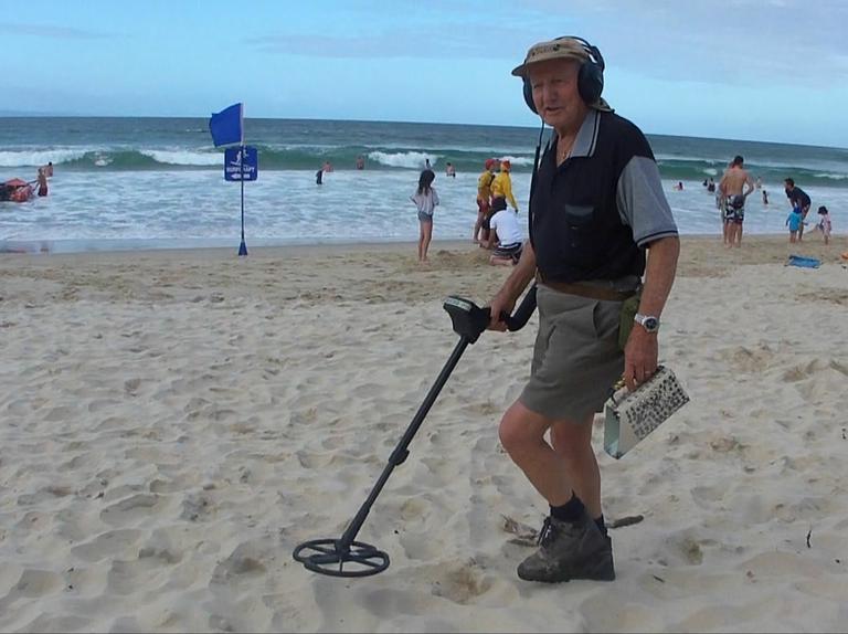 Летом на пляже часто вижу людей с металлоискателями. Что они.