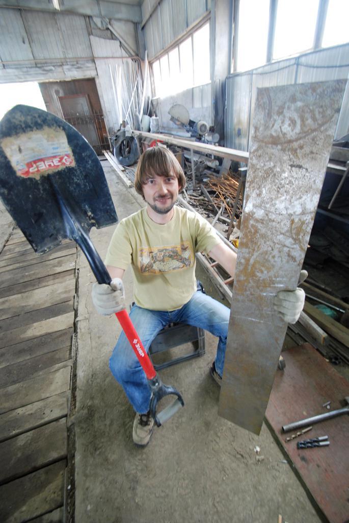 Для скуба из лопаты нужна крепкая лопата + лист металла или перфорированного металла.