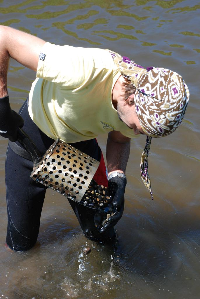 Работа в реке со скубом из лопаты