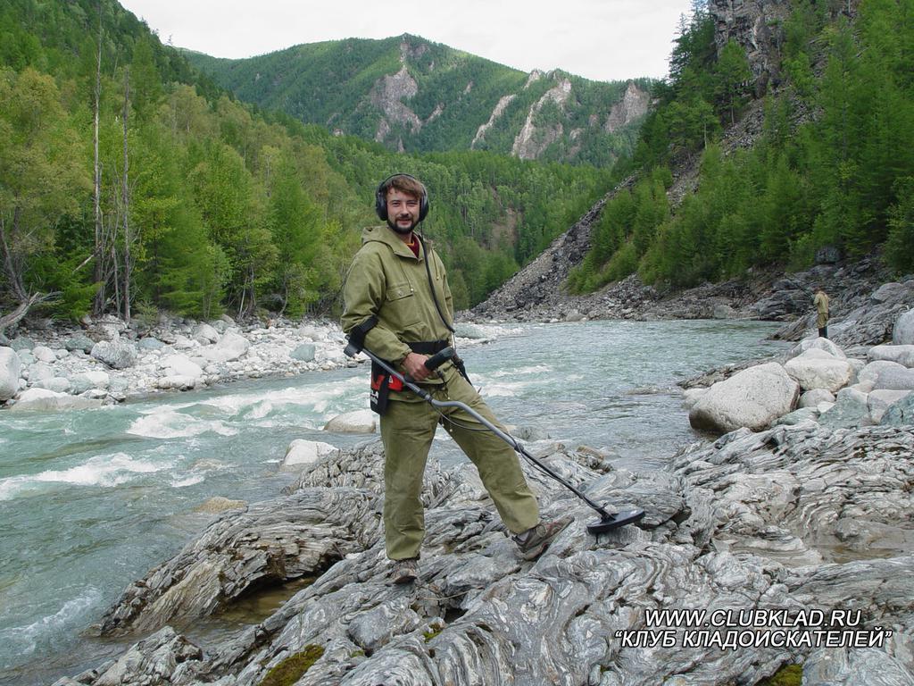 В золотоносных районах хорошее место для поиска самородков - небольшие горные ручьи с выходом коренных пород металлоискатель Eureka Gold где искать золото clubklad.ru