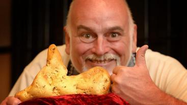 В Австралии старатель нашел металлоискателем GPX 5000 золотой самородок  весом 5,5 кг стоимостью 300 000 долларов