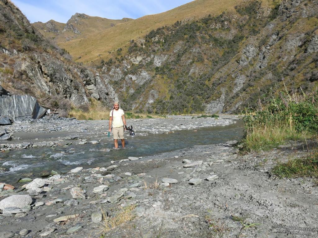 Всё время приходится переходить петляющую реку вброд, тропа мечется с берега на берег Новая Зеландия март 2013 clubklad.ru Рудольф Кавчик
