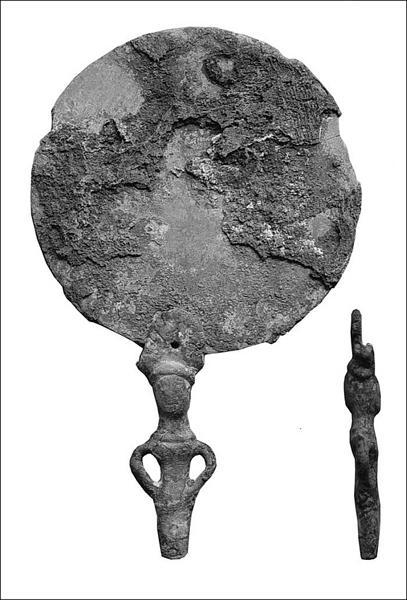бронзовое зеркало с ручкой в виде женской фигуры
