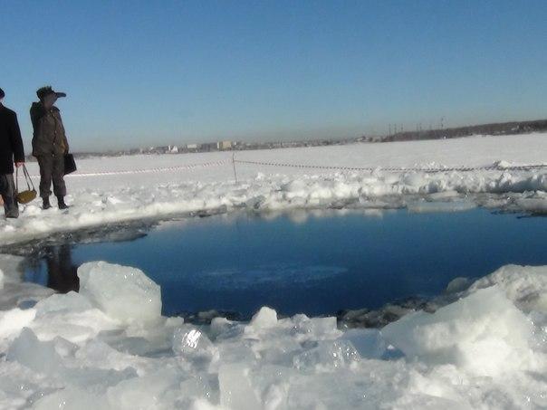 полынья на озере от падения метеорита