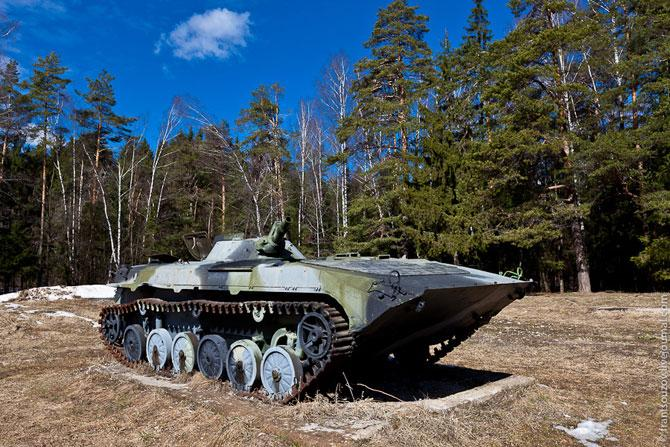 А боевая машина пехоты уже явно сделано не из фанеры