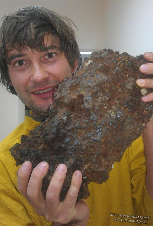Найденный металлоискателем метеорит. Бурятия, 2012 год.