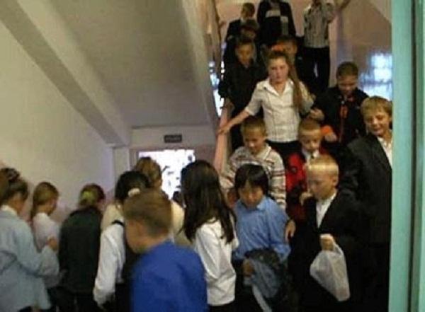 былые времена погибшая девочка в видном школьная 55 обувь фирмы