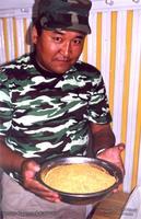 Зная основные свойства золота, можно легко и быстро сделать хороший бизнес. В чашке 16 кг золото добытого в Монголии.